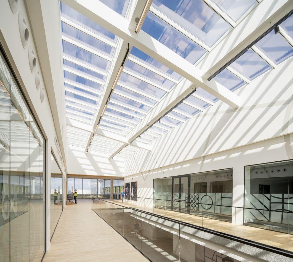 Step, la solution pour grandes surfaces vitrées de VELUX Commercial