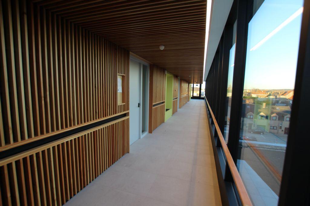De centrale gangen zijn afgewerkt met een speciale houtstructuur die afkomstig is uit Portugal.