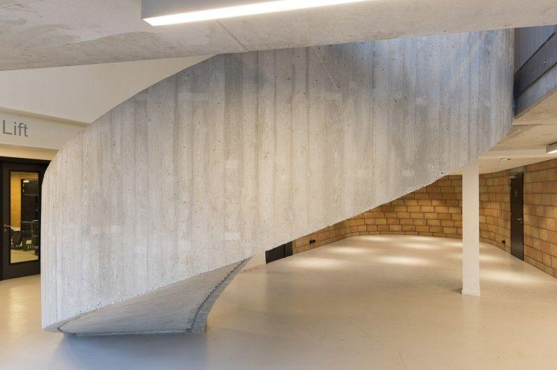 De gebruikte materialen zijn gekozen om hun esthetische uitdrukkingskracht.