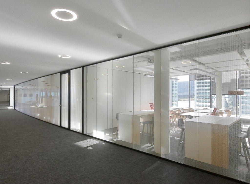 JB 4000 wandhoge glaswand onderscheidt zich door moduleerbaarheid
