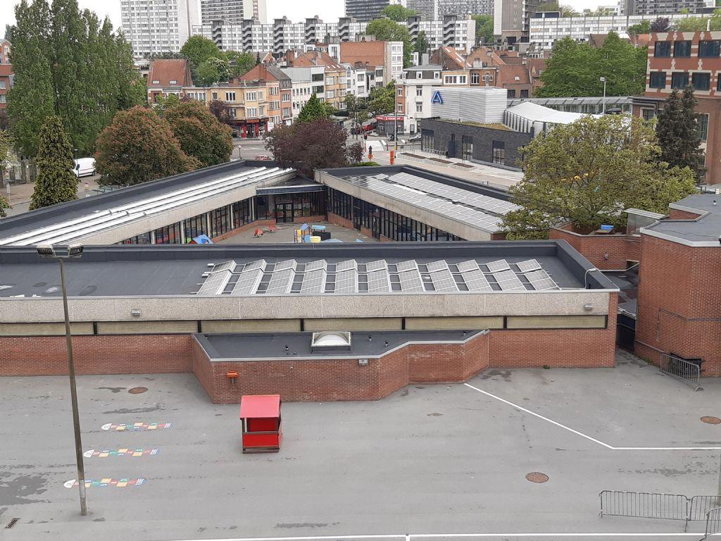 Zonnepanelen plaatsen op een plat dak: bezint eer ge begint