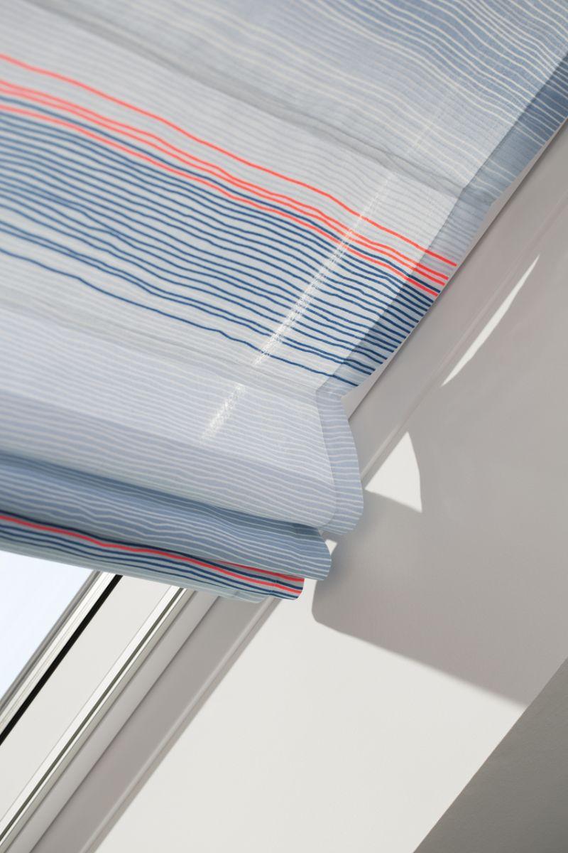 Het plooigordijn is makkelijk verwisselbaar en verkrijgbaar in verschillende kleuren en prints.