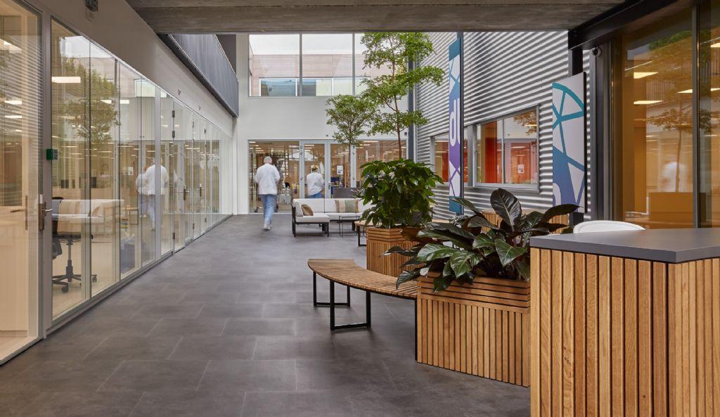 Vloeren met uitstraling voor uitbreiding bedrijfsgebouw Spits Alkmaar
