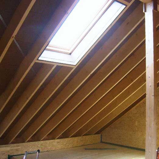 Les avantages d'une toiture inclinée avec poutre faîtière