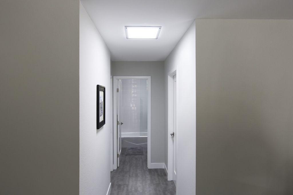 De nieuwe vierkante plafondplaat van Solatube
