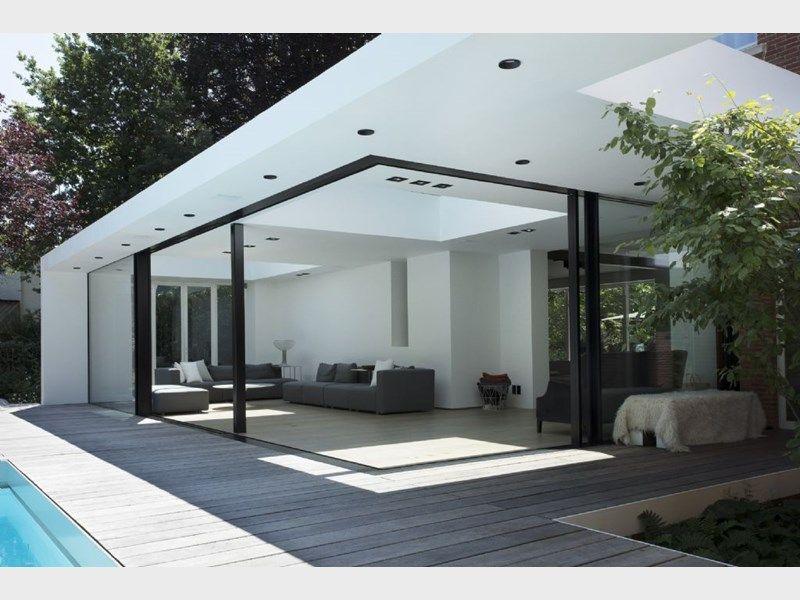 De ultrafijne look van het Hi-Finity schuifraamsysteem creëert grote, transparante oppervlaktes met een slank en elegant design.