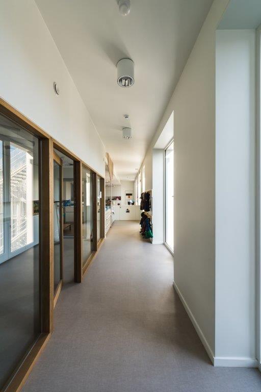 Om het interieur een knus karakter te geven, is er geopteerd voor 'zachte' afwerkingsmaterialen. (Beeld: Yoni De Mulder)