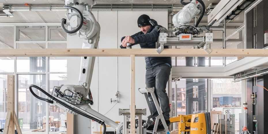 Robots bouwen houtconstructies in Zwitserland