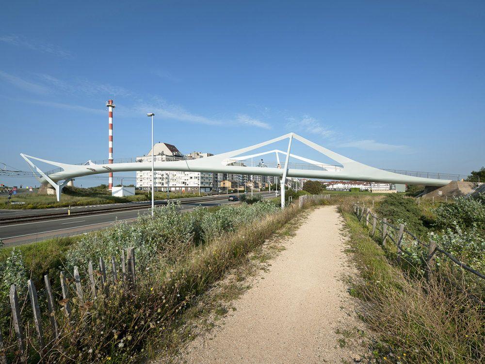 De Lichtenlijn loopbrugin Knokke-Heist.
