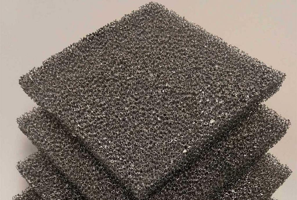 Des scientifiques créent un hybride mousse de bois-métal pour constructions légères