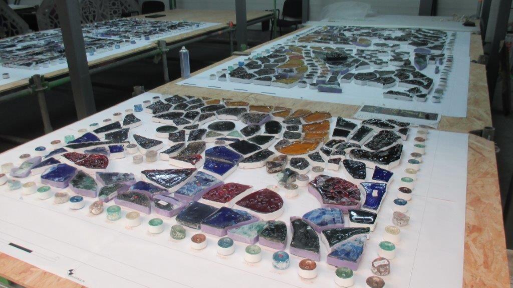 Unieke glas-in-betonramen ondergaan ambachtelijke restauratie
