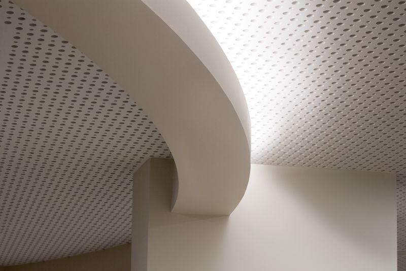 Fries spa- en wellnesscenter Badewerk verbetert communicatiekwaliteit met geperforeerde plafondplaten