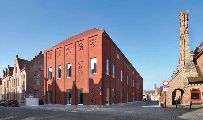 Uitbreiding Brugse kunstenacademie met opvallende rode baksteen