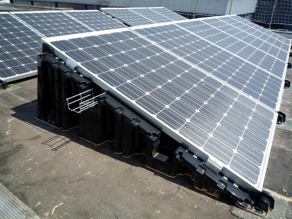 Vermits sommige zonnesystemen een specifieke minimum- en/of maximumhelling vereisen, is het aan te raden om aanvullend advies in te winnen bij de fabrikanten.