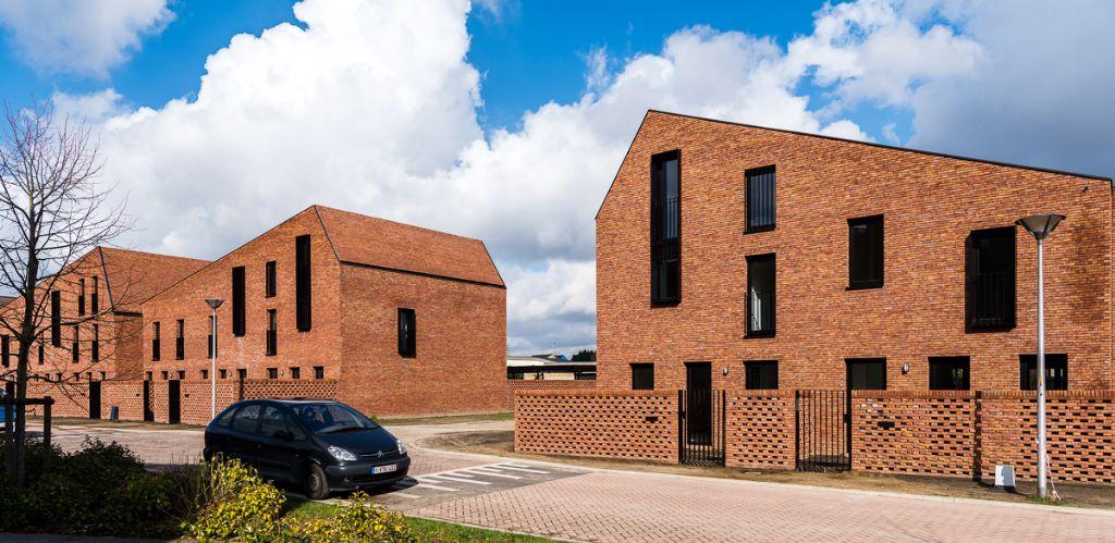 Zuivere baksteenarchitectuur voor sociale woningen in Hemiksem
