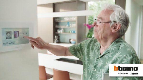 BTicino introduceert een gebruiksvriendelijk domoticasysteem voor senioren.