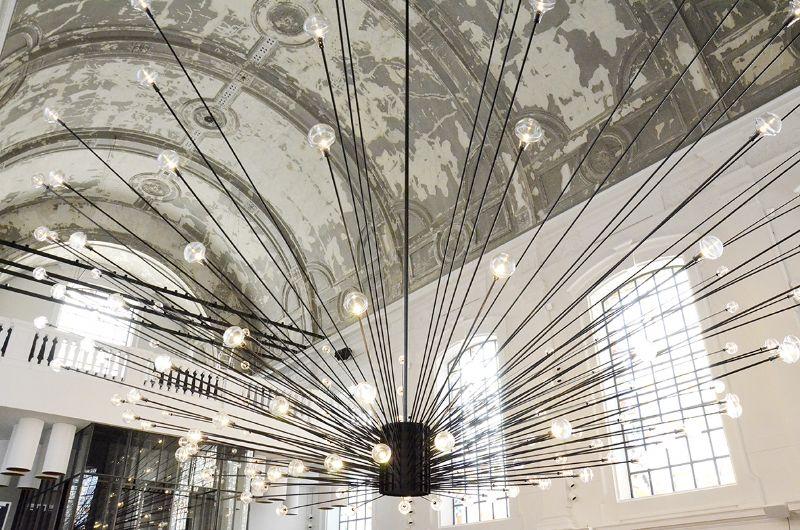 Gedetailleerde verlichtingssferen in restaurant Sergio Herman