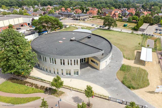 Spiraalvormige staalstructuur voor cirkelvormige school