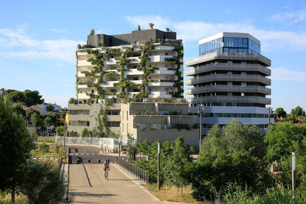 I-Park, un bâtiment de huit niveaux en strates variables