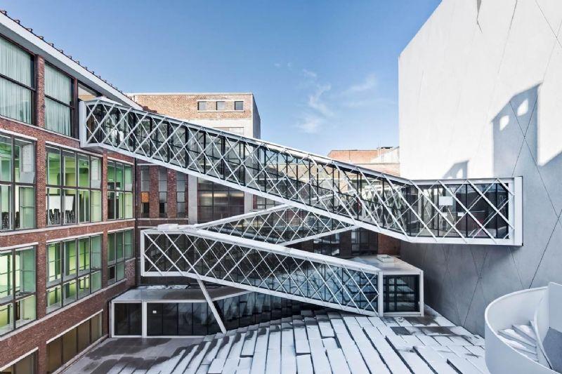 Christoph Van Couteren won de prijs van de persjury met zijn foto van De Grote Post in Oostende (B-architecten).