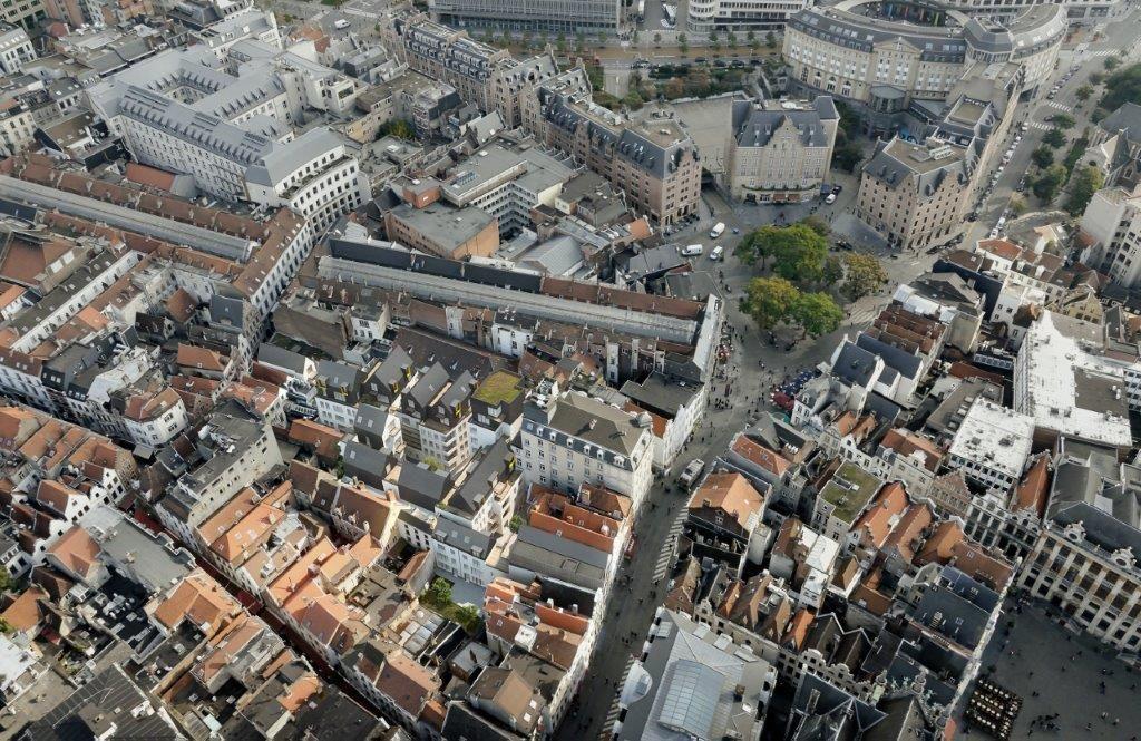 """Dirk Bigaré: """"We zijn vooral fier op realisaties die de omgeving tot leven wekken en die zo op verschillende niveaus een aanzienlijke meerwaarde creëren, zoals Îlot Sacré, een inbreidingsproject vlak bij de Grote Markt in Brussel."""" (Beeld: Pixelab)"""