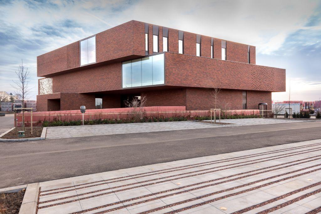 Nelissen Steenfabrieken opent deuren van indrukwekkend BEN-kantoorgebouw en showroom