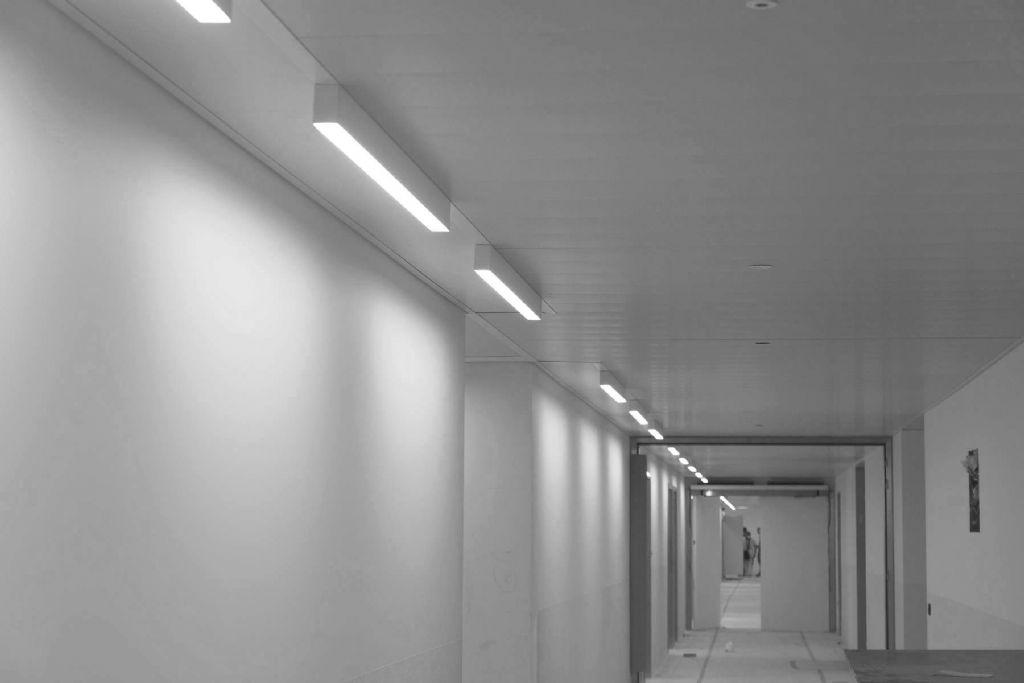 6.000m² metalen LCC-plafonds in de gangen van AZ Zeno