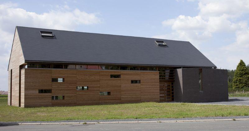 Atelier d'architecture Barbara Noirhomme tekent Dorpshuis De Laplaigne in Brunehaut