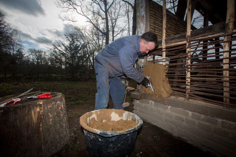 Tien ambachten zullen gecommercialiseerd worden. Vijf zijn er al bekend: smid, lederbewerker, bakker/molenaar, pottenbakker en bierbrouwer © Dalemans