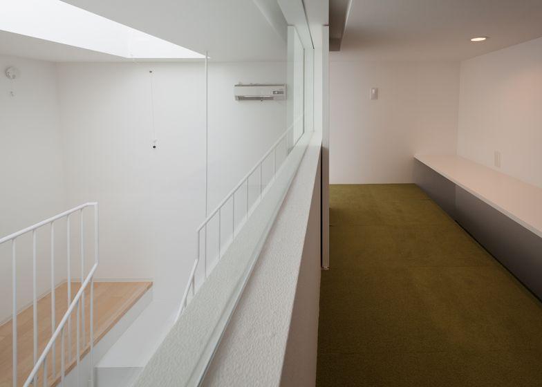 Het huis maakt ook gebruik van hout om de traditionele Japanse stijl te complimenteren.