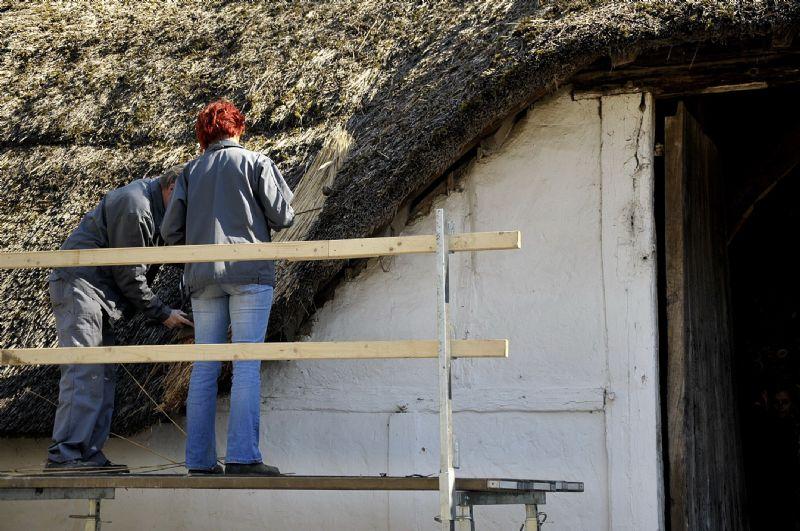 De daken worden hersteld © Fabien Cuypers