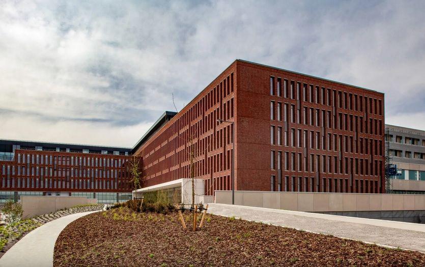 In architecturaal opzicht streefden de architecten 'tijdloosheid' en sereniteit na.