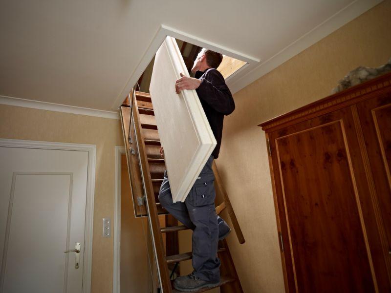 Ook wanneer je een moeilijk bereikbare zolder hebt of wanneer je de platen langs een smalle trap naar boven moet dragen zijn de RENOTHERM elementen makkelijk te transporteren.