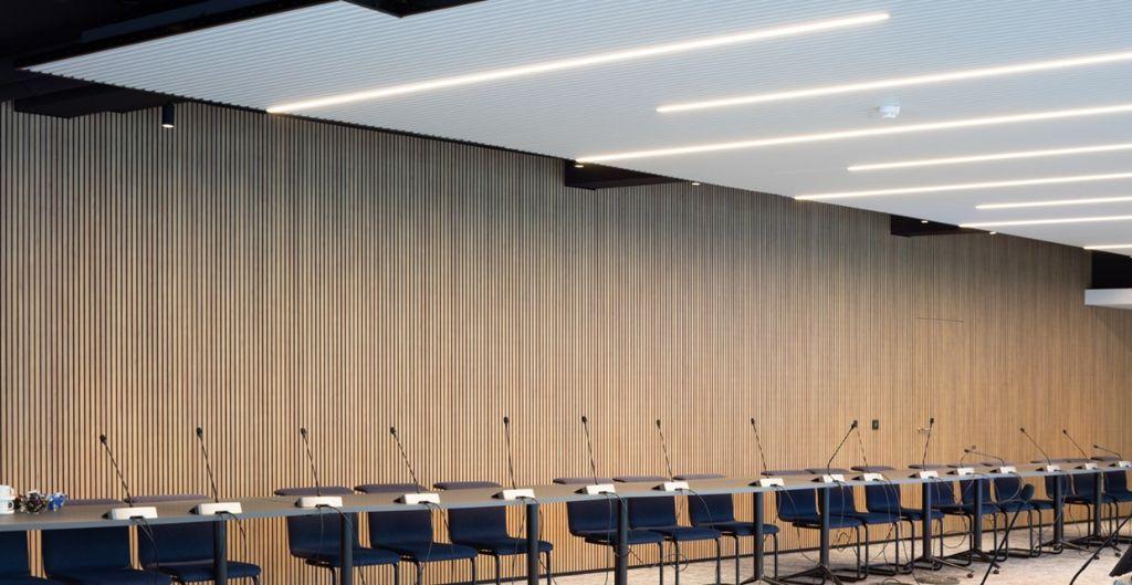 Nieuwe kantoren met akoestisch absorberende wanden