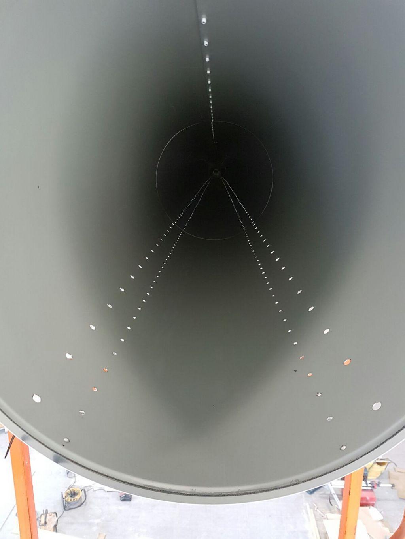 De perforaties zijn zodanig geplaatst dat er een continue omwenteling is van massa rond het kanaal waardoor extra isolatie overbodig is.