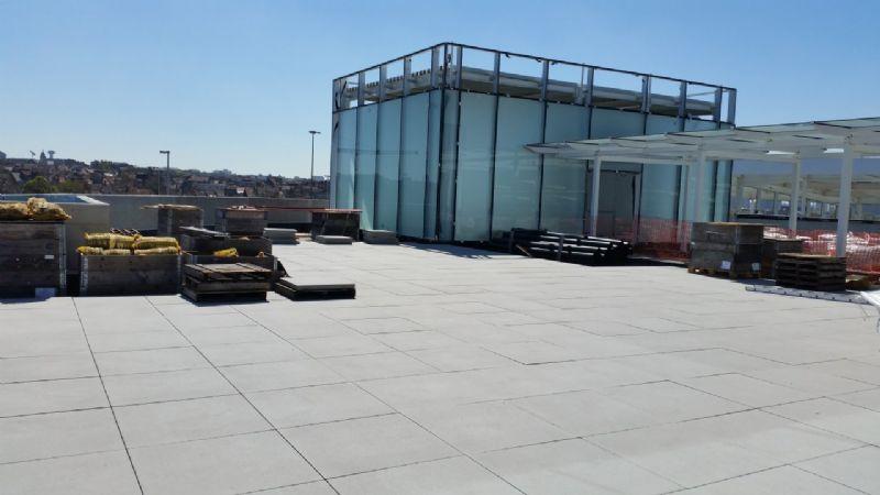Zoontjens legt dakterras van 2.000 vierkante meter aan op Docks Bruxsel