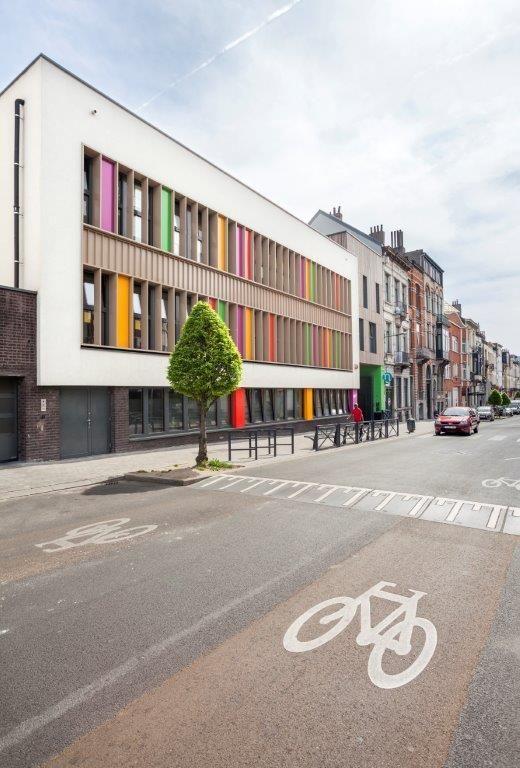 Dirk Bigaré : « Les villes sont composées de bâtiments et d'espaces qui interagissent et dialoguent. Les villes sont avant tout une mise en contexte et, de ce fait, notre architecture l'est aussi. » (Ici, Site Van Oost à Schaerbeek)