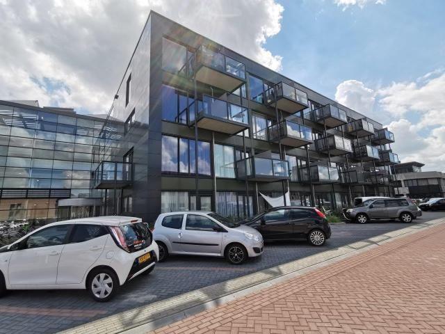 Gerichte ingrepen transformeren kantoorgebouw tot moderne woonomgeving