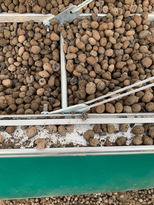 De isolatie van de wanden en de vloer is gebeurd met geëxpandeerde kleikorrels
