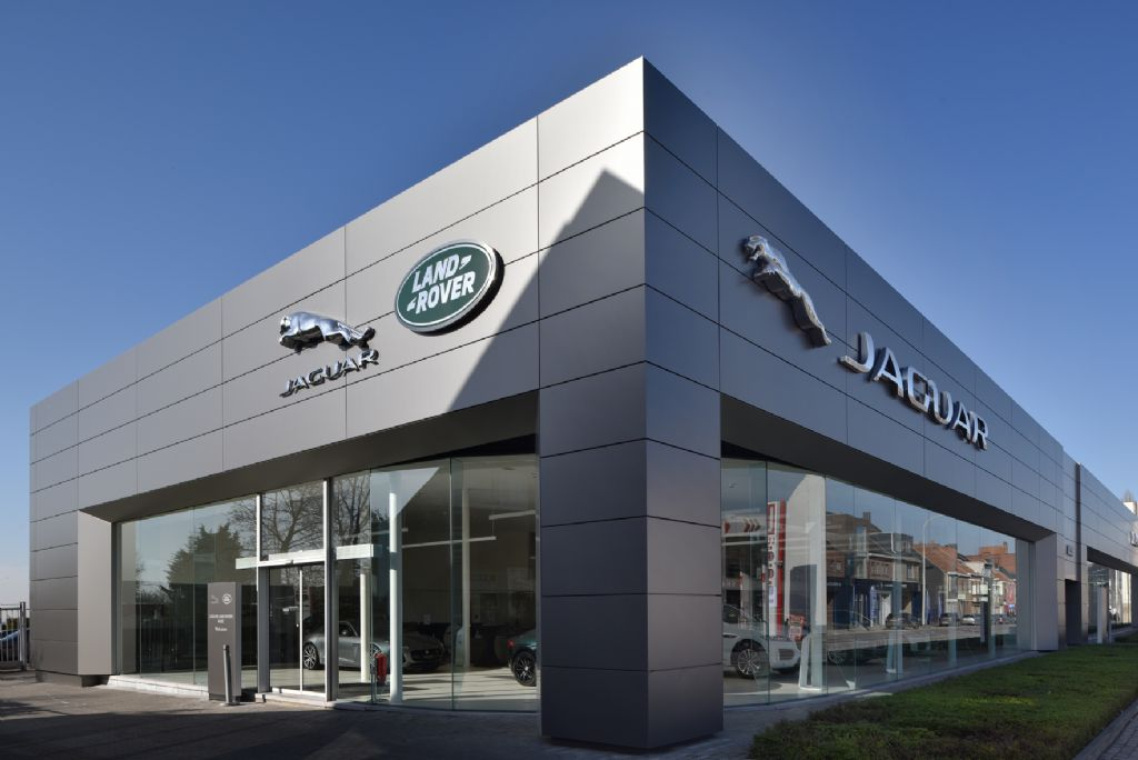 FCM Architects rénove la concession Jaguar Land Rover à Asse