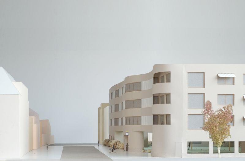 De architecten pogen een huiselijke en kleinschalige sfeer te creëren in een repetitief programma.