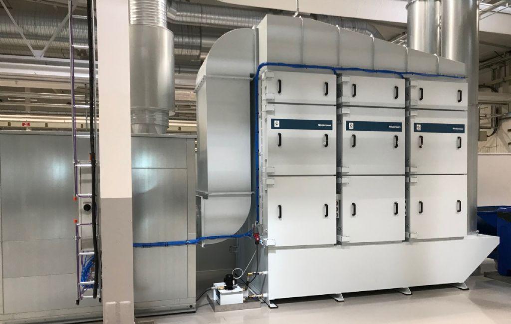 Il est possible de connecter une unité de filtrage et une machine de traitement, mais plusieurs machines peuvent également être connectées à une unité de filtrage plus grande.