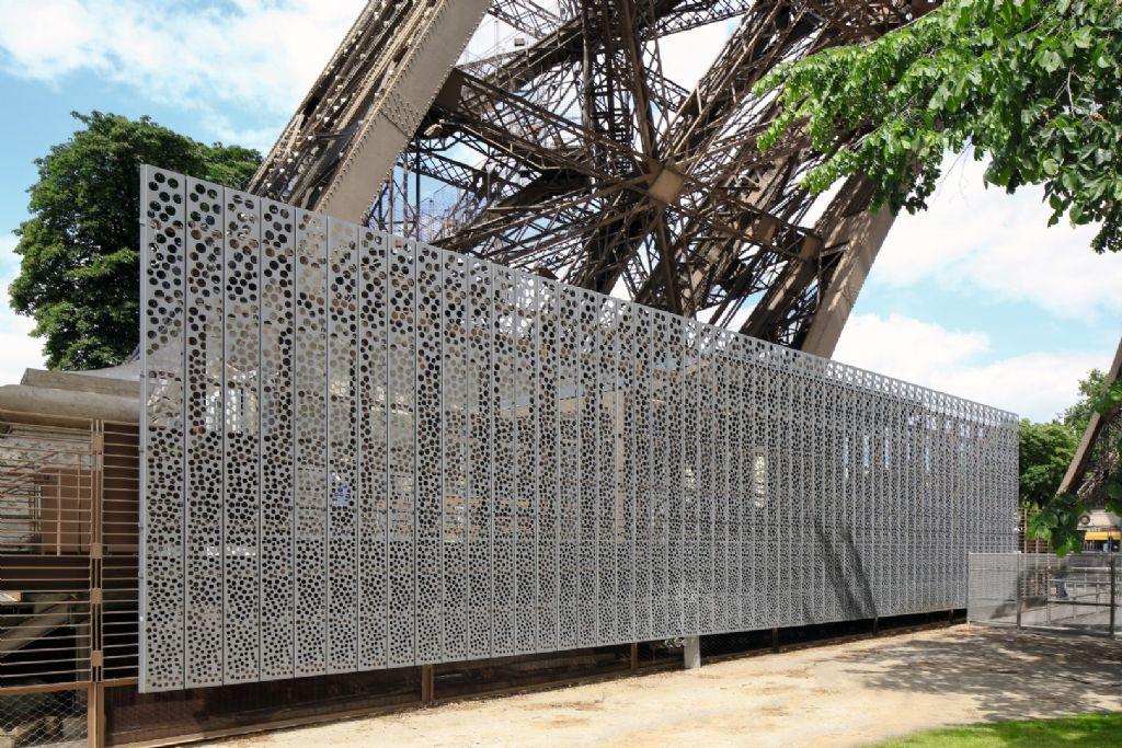 VMZINC explore la créativité avec des façades en zinc perforé