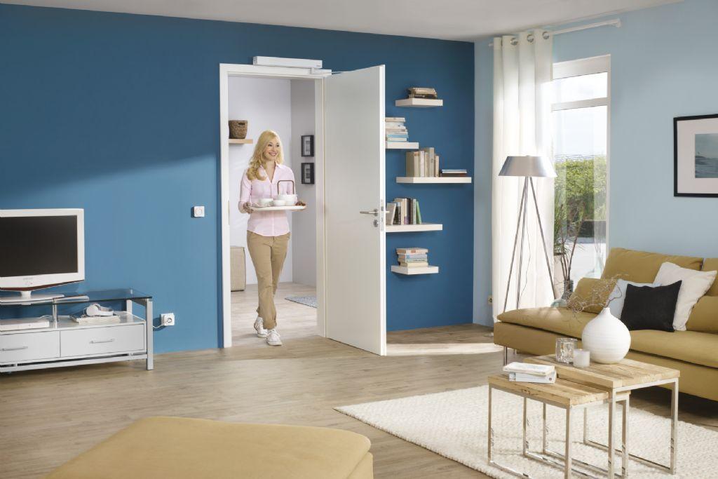 De PortaMatic-deuraandrijving van Hörmann is een comfortabele oplossing in moderne woningen. Met zware boodschappentassen of een dienblad in de handen zijn automatisch aangedreven deuren een grote verademing in het dagelijkse leven.