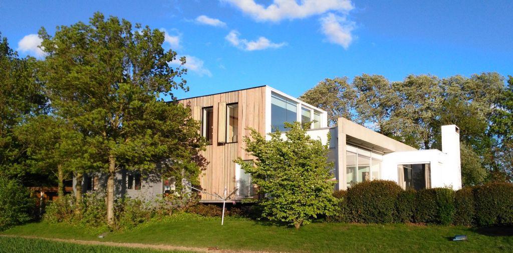 Gewikt en gewogen: A3 ontwerpburo over ongeschaafde lariks gevelbekleding van Outdoor Wood Concepts
