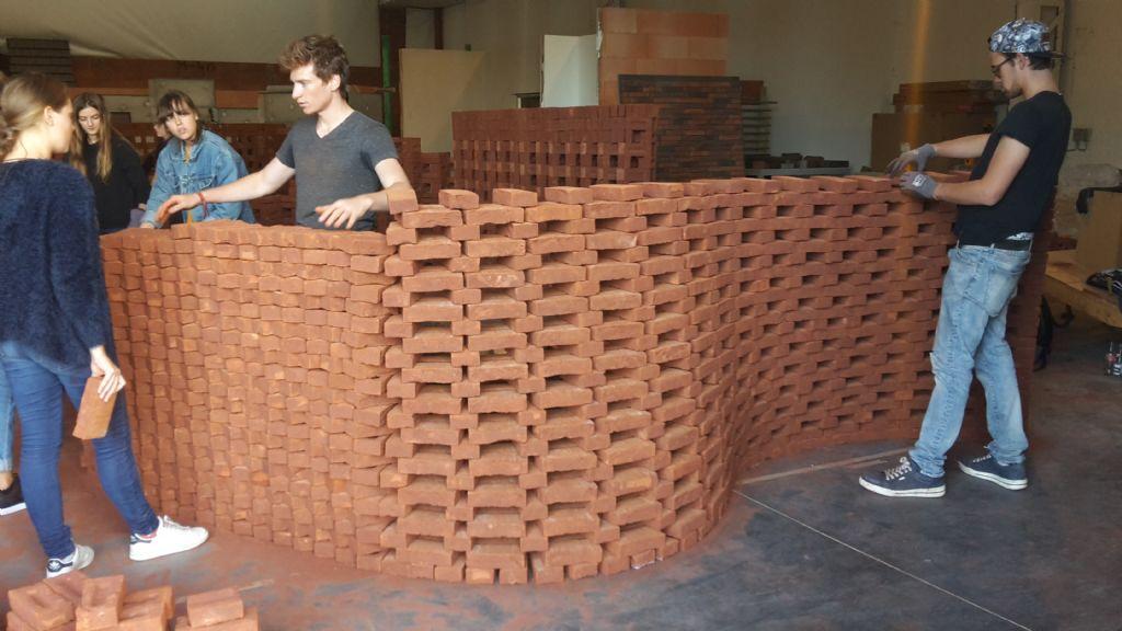 Architectuurstudenten zetten baksteen naar hun hand met Wienerberger