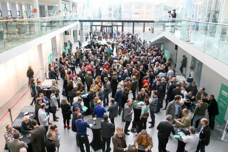 Geen toepasselijkere plek om een congres omtrent energiezuinige gebouwschillen te organiseren dan in het imposante BIM-gebouw. (Foto: Renson)