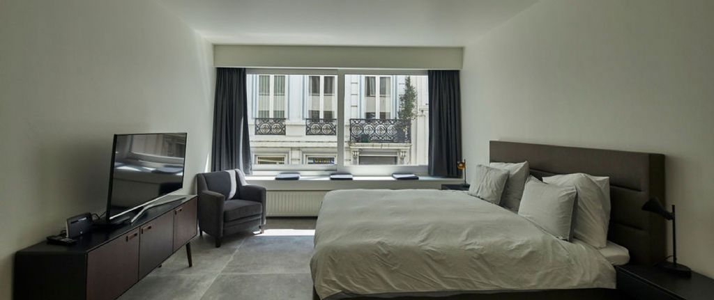Un grand châssis coulissant pour un appartement rénové