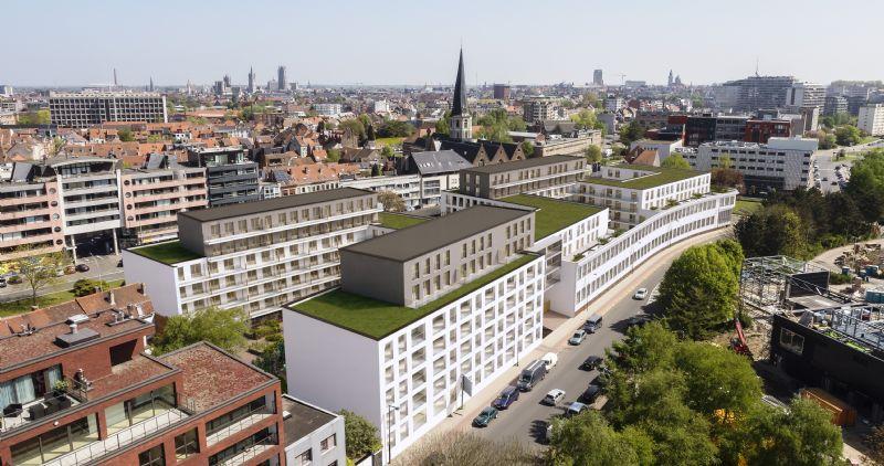 De bebouwing op niveaus 5 en 6 zijn vormgegeven als penthouses om het volume van het bouwblok visueel te verlichten en meer dag- en zonlicht toe te laten in de binnentuinen.