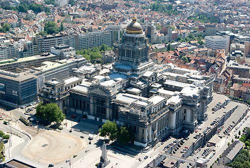 Het voorwerp van de marktverkenning zijn de ondergrondse niveaus van het Brusselse Justitiepaleis.